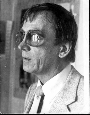 director LRA24 1982